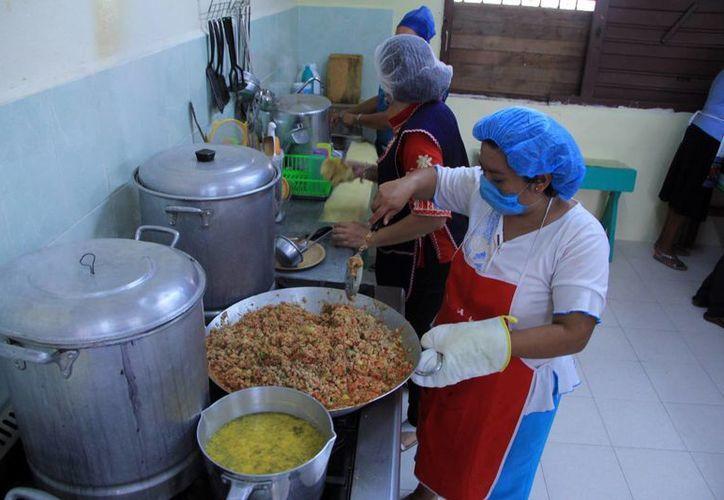 El programa Escuela de Tiempo Completo incluye alimentos para los estudiantes, pero en Yucatán se aplicará una modificación para que sean sólo horas extra de clases. (Milenio Novedades)
