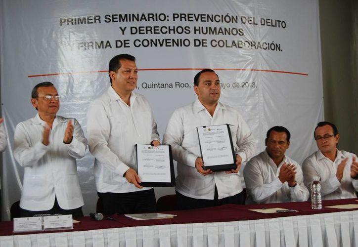 Firman convenio de colaboración el Gobierno del Estado y la Comisión Nacional de los Derechos Humanos. (Tomás Álvarez/SIPSE)