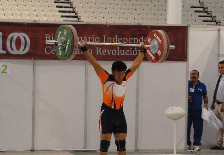"""""""Deseo seguir dándole medallas a Quintana Roo y desde luego a México"""", expresó el joven pesista. (Redacción/SIPSE)"""
