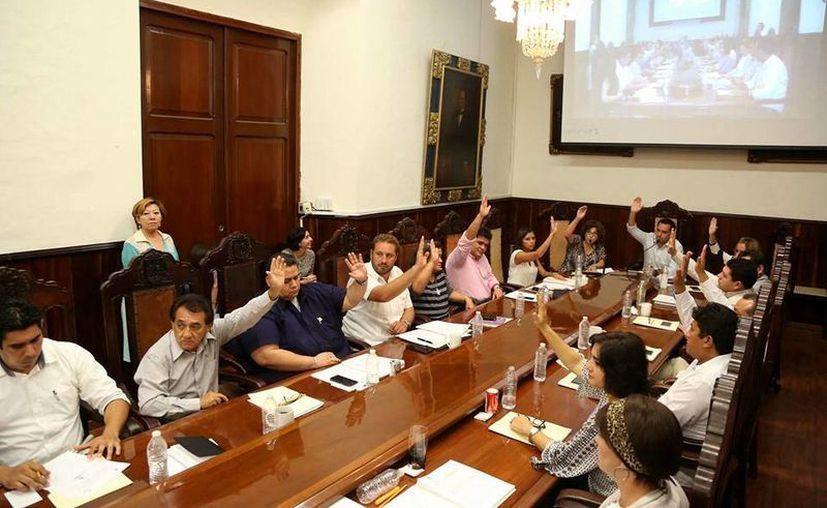 El alcalde Mauricio Vila ofreció a los tianguistas servicios como recolección de basura, siempre y cuando paguen la cuota ya aprobada por el Cabildo. (Facebook/AyuntaMÉRIDA)