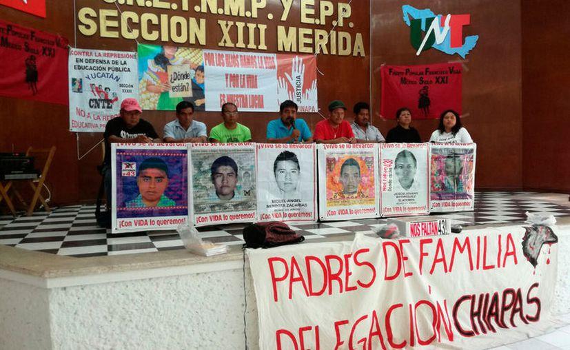 Familiares de los 43 desaparecidos de Ayotzinapa llegaron a Mérida. Se cumplen mil días del suceso. (Patricia Itzá/SIPSE)