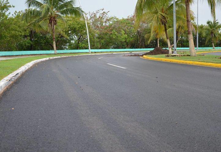 Las obras de pavimentación en la avenida Centenario tendrán un ligero atraso por obras de drenaje. (Gerardo Amaro/SIPSE)