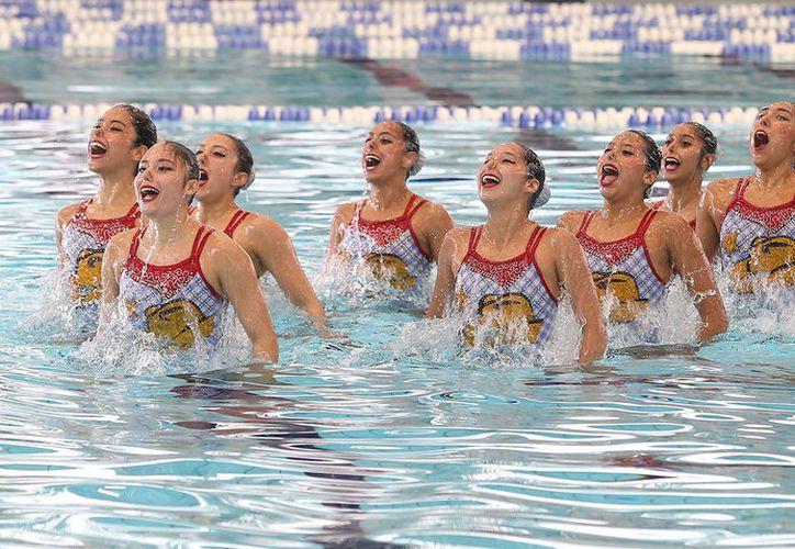 Cada vez hay más niñas interesadas en el nado sincronizado en Quintana Roo. (Foto: Ángel Villegas)