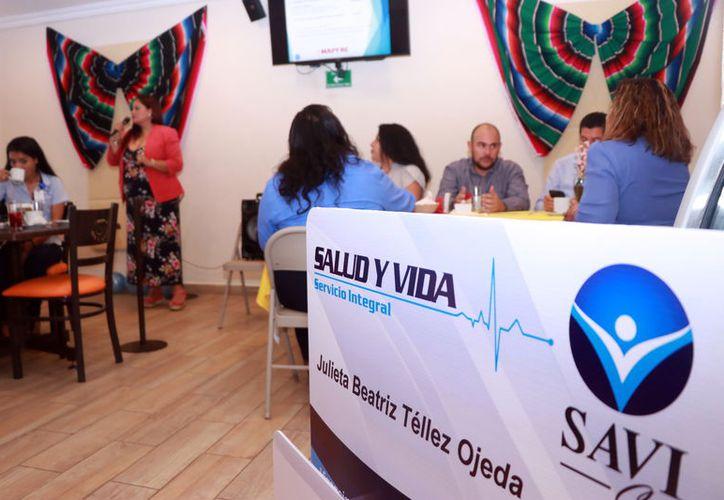 Ayer fue presentada la primera tarjeta de seguro para gastos médicos en Yucatán. (Foto: Milenio Novedades)