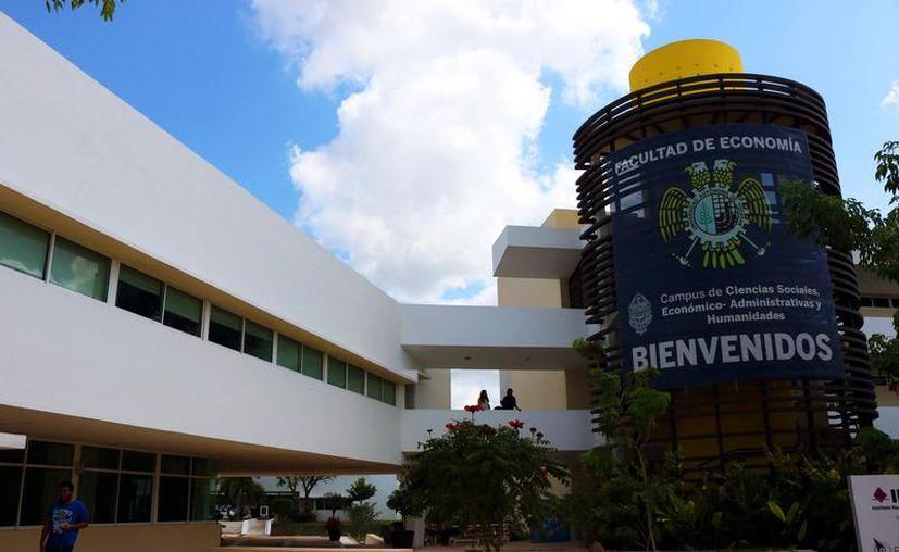El domingo pasado estudiantes de la UADY presentaron el examen de admisión para las facultades. (Milenio Novedades)