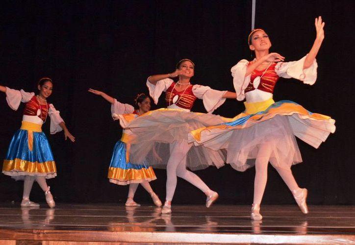 """El público disfrutó de algunos fragmentos del ballet """"Coppelia"""" y de """"Variación esmeralda"""". (Cortesía)"""