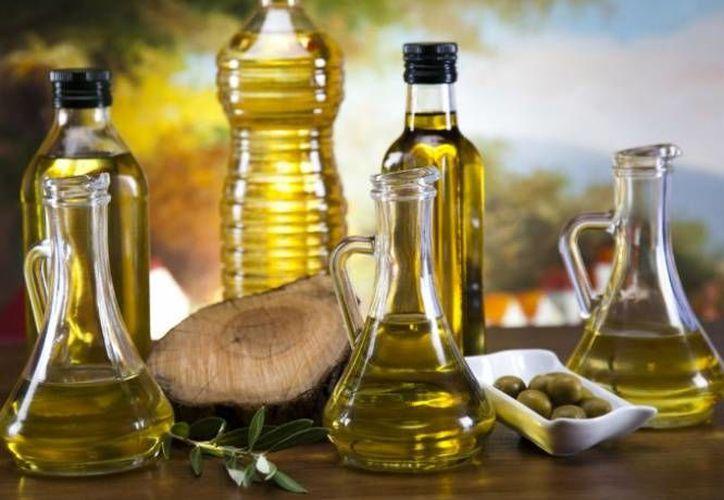 Al cocinar, los aceites vegetales desprenden sustancias químicas llamadas 'aldehídos', y que están relacionadas directamente con el cáncer y la demencia. En contraparte, el aceite de coco es el que contiene los niveles más bajos de productos químicos nocivos. (Contexto/ salud180.com)