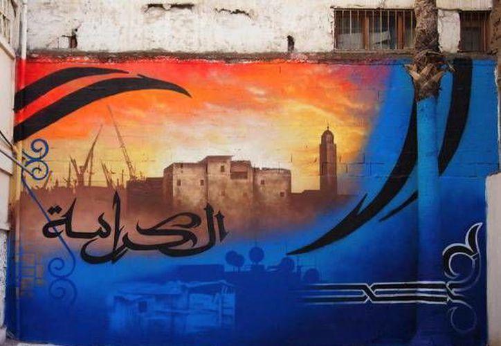 Sus obras incorporan elementos como la caligrafía, que forman parte de la tradición artística islámica. (vaticaninsider.lastampa.it)