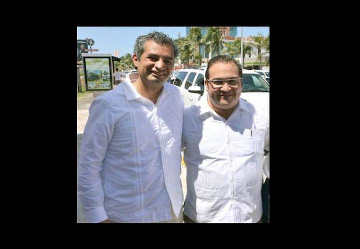 Imagen del presidente del PRI, Enrique Ochoa, y el gobernador con licencia de Veracruz, Javier Duarte. Ochoa pidió continuar con las investigaciones Duarte. (pasillosdelpoder.com)