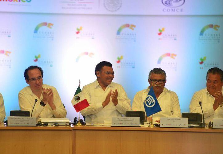 Zapata Bello llama a los participantes de las Cumbres a fortalecer lazos comerciales, empresariales, de inversión en torno a la identidad. (SIPSE)