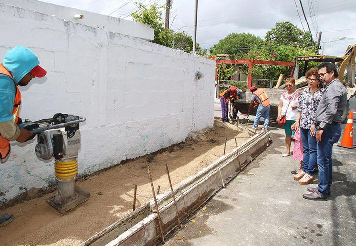 Trabajaron en la rehabilitación de 2.2 km de vialidades, así como la reconstrucción de guarniciones y banquetas. (SIPSE)