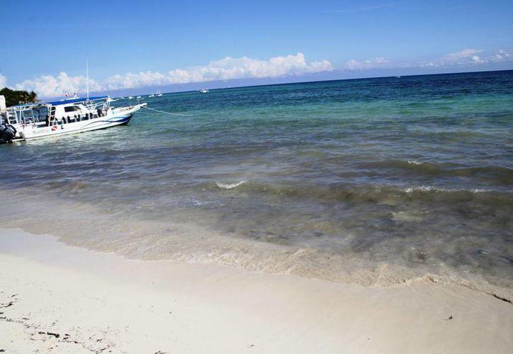 El mal olor en las playas de Playa del Carmen preocupa a los prestadores de servicios turísticos. (Octavio Martínez/SIPSE)