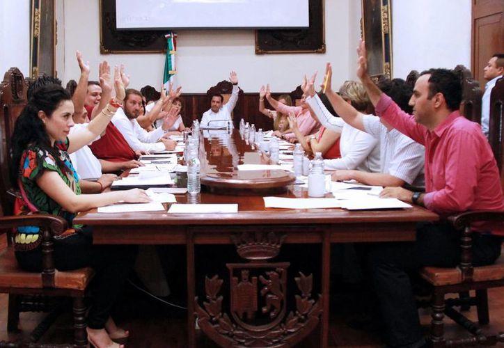 El cuerpo edilicio durante la sesión ordinaria del Cabildo. (Milenio Novedades)