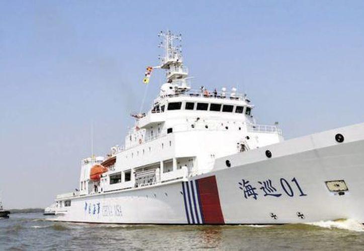 El buque chino Haixun 01 participa en la búsqueda del avión de Malaysia Airlines, desaparecido hace un mes.(EFE)
