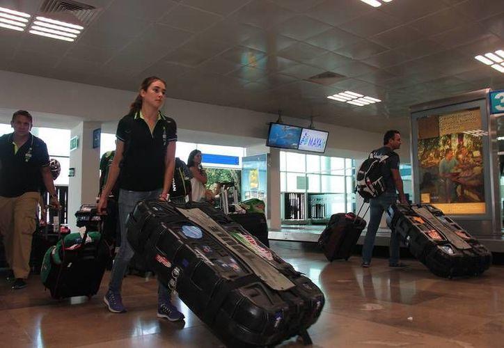 Los atletas han comenzado a llegar a la isla para los triatlones de este fin de semana. (Redacción/SIPSE)