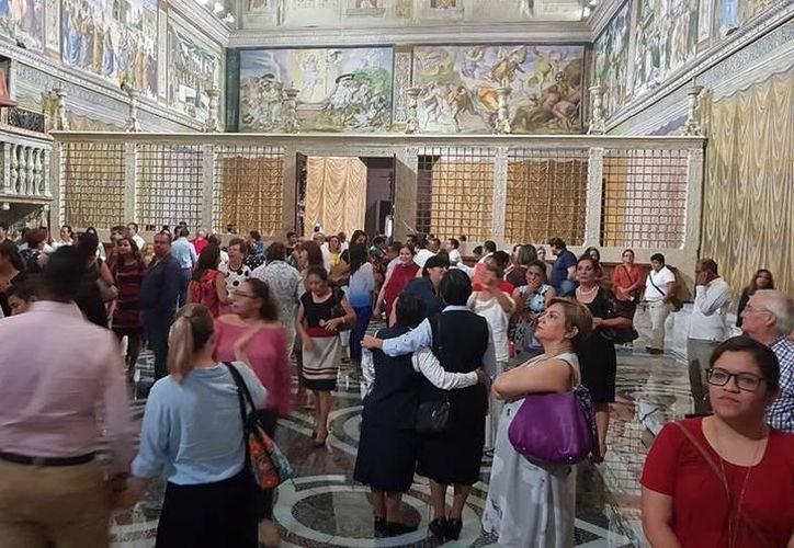 La inauguración de la réplica de la Capilla Sixtina se realizó la noche de este lunes, en la capital yucateca. (SIPSE)