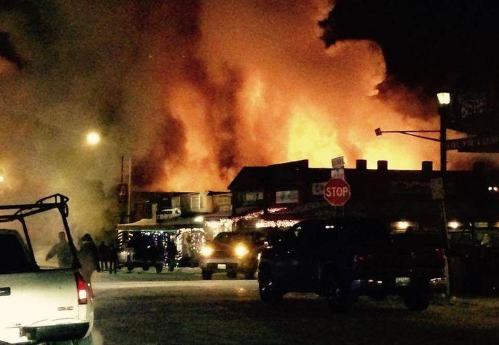 El incendio en Dubois fue reportado alrededor de las 8:30 de la noche del martes, y controlado a las 5 de la mañana de este miércoles. (Foto: www.county10.com)