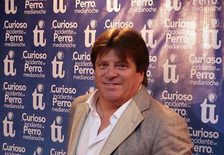 Miguel Herrera en la alfombra roja con motivo de las 200 representaciones de El curioso incidente del perro a medianoche. (Notimex)
