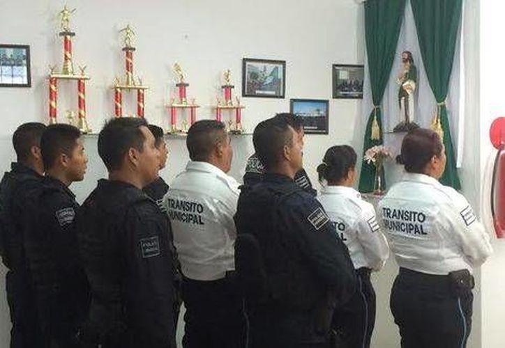 Los elementos de seguridad tienen un altar dedicado a la Virgen y a los Santos. (José Plata/Milenio)