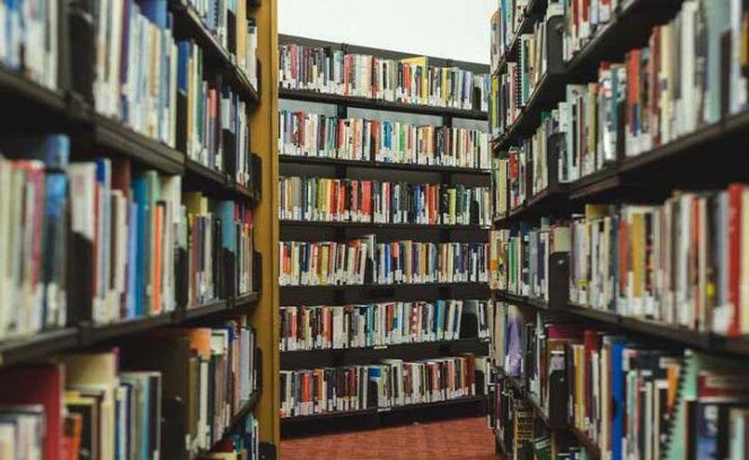 La biblioteca tampoco intenta cobrar cargos por mora. (AP).