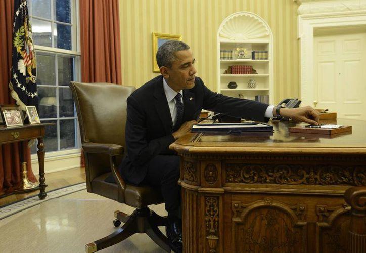 El presidente Barack Obama firmó 23 órdenes ejecutivas apenas un mes después de la masacre en Newton para reforzar el control sobre la venta de armas de fuego. (EFE/Archivo)