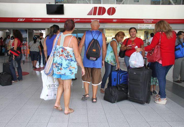 Las personas arribaron a Cancún por diversos motivos. (Luis Soto/SIPSE)