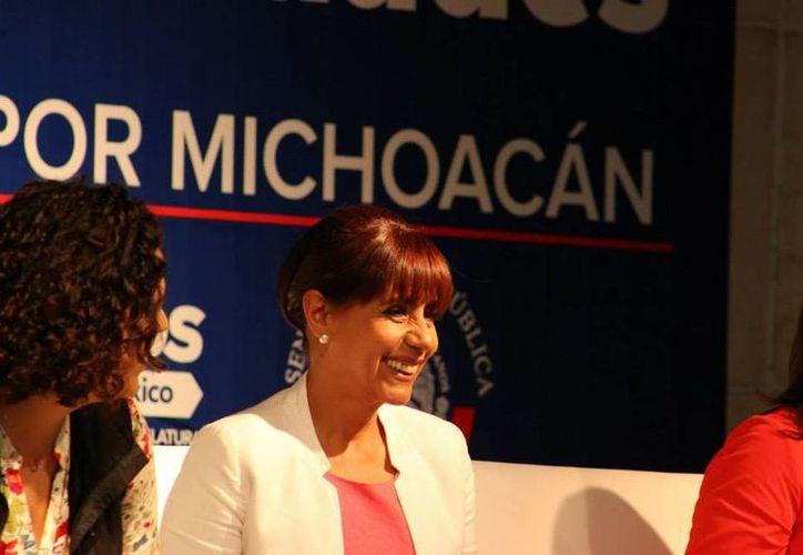 Organización michoacana pide el desafuero de la senadora panista Luisa María Calderón. (Facebook)