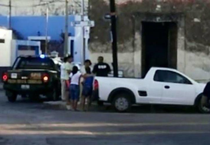 Al lugar arribaron oficiales de la SSP quienes acordonaron el área. (Martín González/Milenio Novedades)