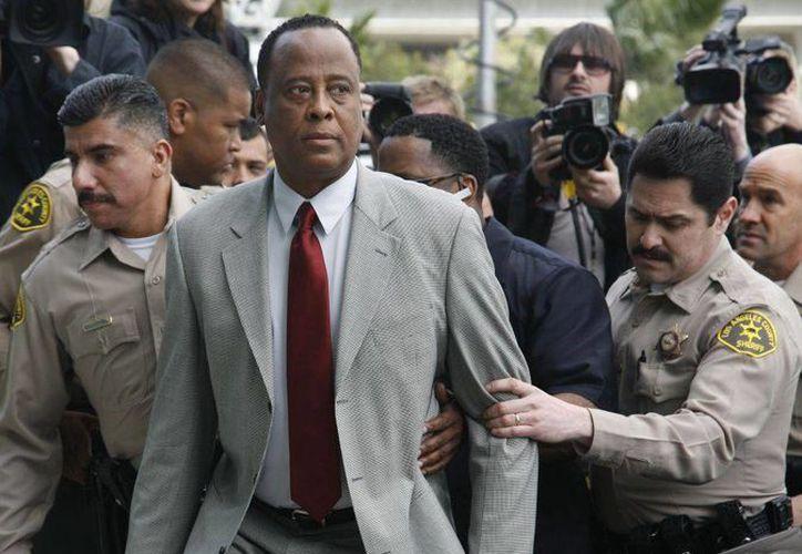 """Murray había sido condenado en 2011 a cuatro años de prisión, cuando un jurado lo halló culpable de la muerte del """"Rey del Pop"""". (Agencias)"""