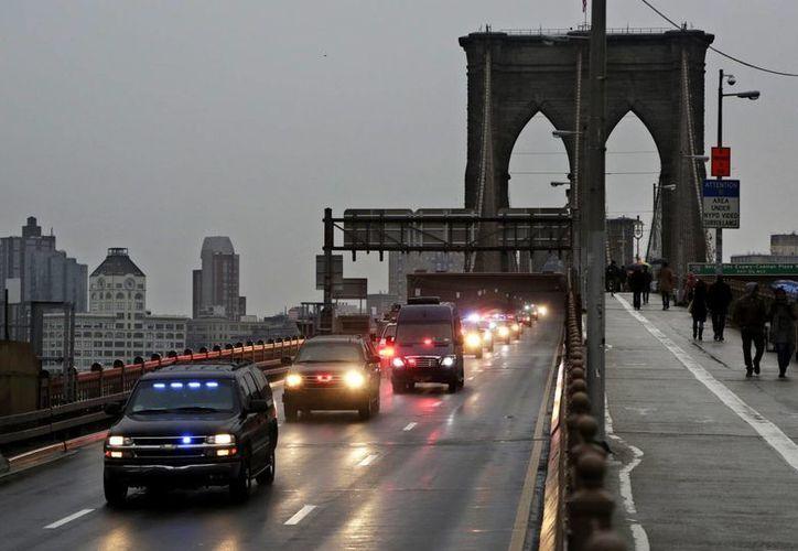 Joaquín Guzmán Loera fue trasladado al Centro Correccional Metropolitano de NY bajo fuertes medidas de seguridad. (AP/Mark Lennihan)