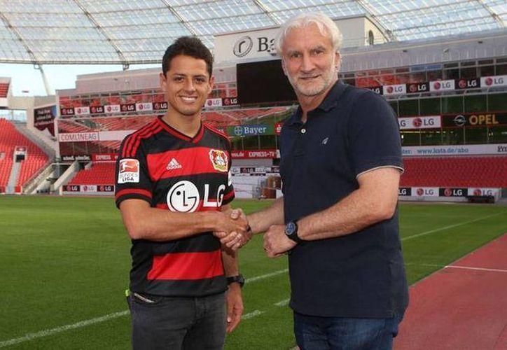El delantero Javier 'Chicharito' Hernández firmó por tres años con el equipo Bayer Leverkusen, de la Bundesliga. (Facebook/Bayer 04 Leverkusen Fussball)