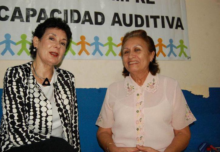 Pilar Larrea Peón de Peniche y Josefa Elena Barrientos Pérez de la fundación Elda Peniche Larrea, impulsan técnicas de vanguardia para ayudar a que niños con discapacidad auditiva tengan la oportunidad de acceder a la terapia audio-verbal. (Milenio Novedades)