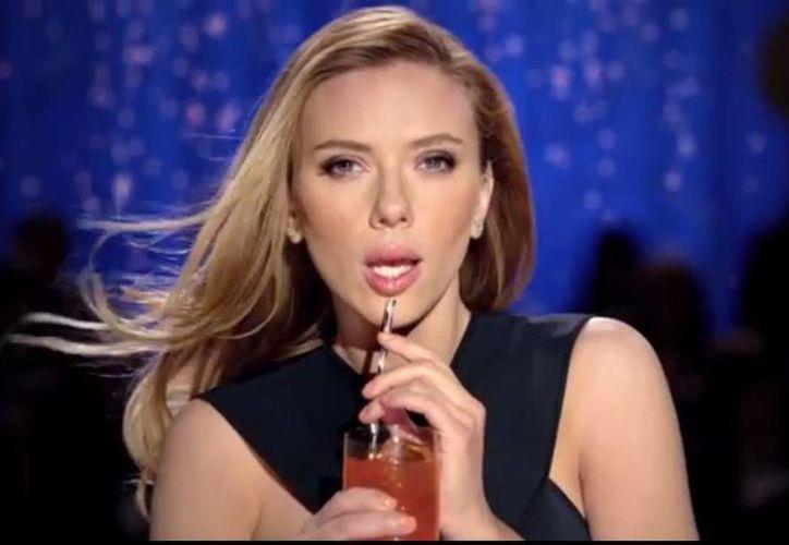 El bello rostro de Scarlett Johansson no aparecerá en el Super Bowl, al menos no en el anuncio de Sodastream: la cadena Fox vetó la marca por atacar a Pepsi y Coca Cola. (Captura de pantalla)
