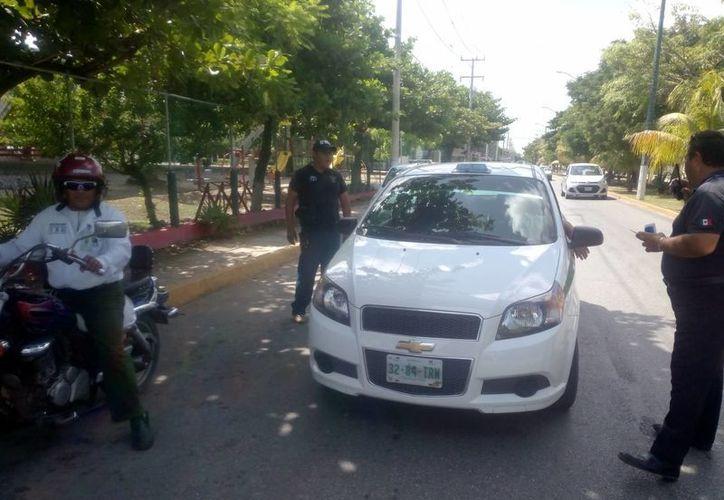 En ambos carriles se ubicaron las patrullas de supervisión y en el rato que estuvieron en ese punto. (Eric Galindo/SIPSE)
