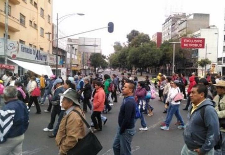 Los maestros inconformes avanzan sobre la Rivera de San Cosme hacia Bucareli y el Zócalo. (Milenio)