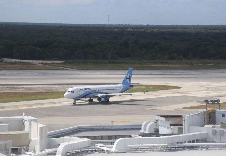 Evalúan el desempeño constante de las aerolíneas y aeropuertos. (Israel Leal/SIPSE)