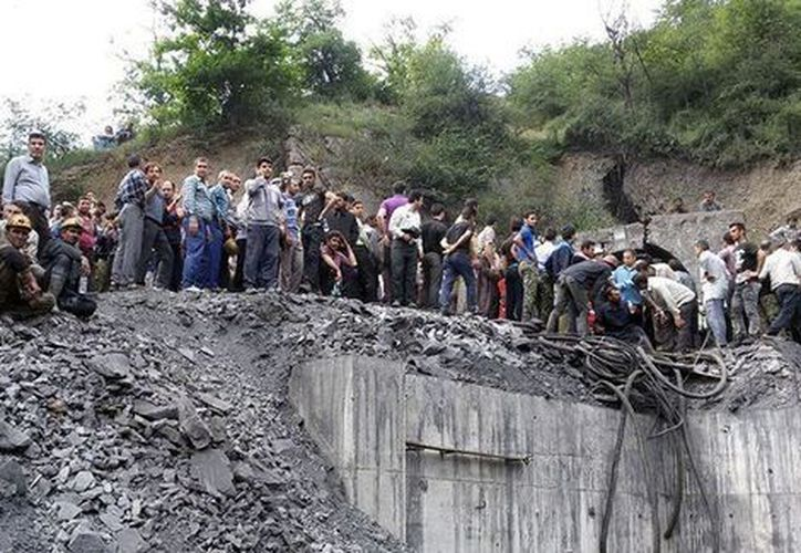 Entre 40 y 50 personas están atrapadas en la mina. (Foto: Milenio)