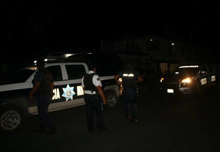 Los elementos policíacos realizan las investigaciones correspondientes. (Redacción/SIPSE)