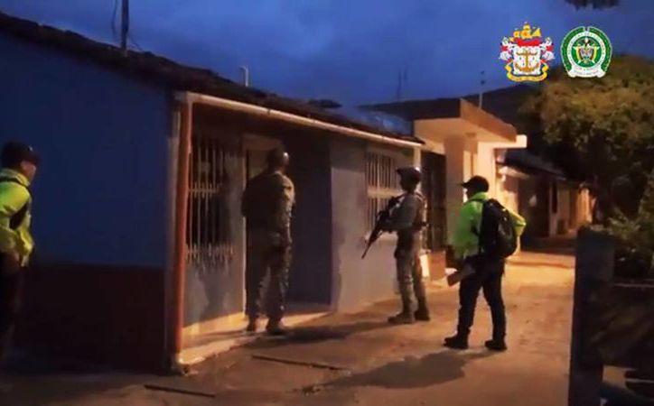 Captura de pantalla del momento de la detención de los acusados de narcotráfico en Colombia. (@GeneralNietoR)