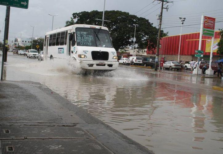 Se registraron inundaciones en algunas zonas de la ciudad. (Adrián Barreto/SIPSE)