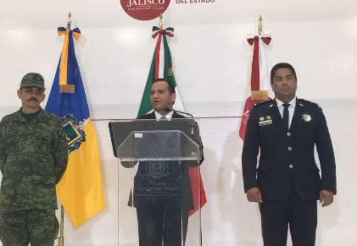 Imagen de la rueda de prensa que ofreció el Fiscal General del Estado de Jalisco, Miguel Almaguer, para dar a conocer la detención de ohnny 'N', conocido con el alias de 'Big Mama'. (Captura de pantalla/periscope.tv)