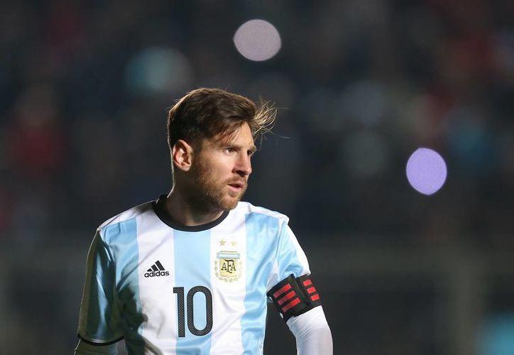 Messi llegó el pasado viernes a la concentración de la selección argentina, luego de permanecer en España para afrontar su demanda fiscal. (AP)