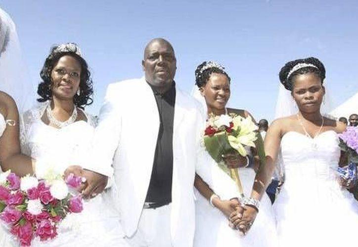 La poligamia era una práctica frecuente en Kenia, pero no estaba reconocida ante los tribunales. (versionfinal.com.ve)