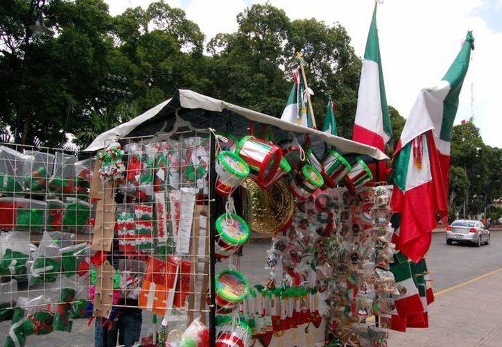 En 2012 se autorizaron 40 permisos a vendedores de banderas. (Wilbert Argüelles/SIPSE)