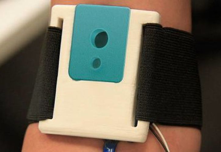 El dispositivo VP Band  se compone por una banda elástica que sostiene un cartucho, el cual contiene la aguja y un tubo para la recolección o suministración de tratamientos.(elheraldodesaltillo.mx)