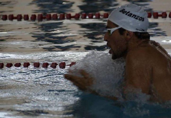 Fernando entrena en el mar y en la Alberca Olímpica. (Ángel Mazariego/SIPSE)