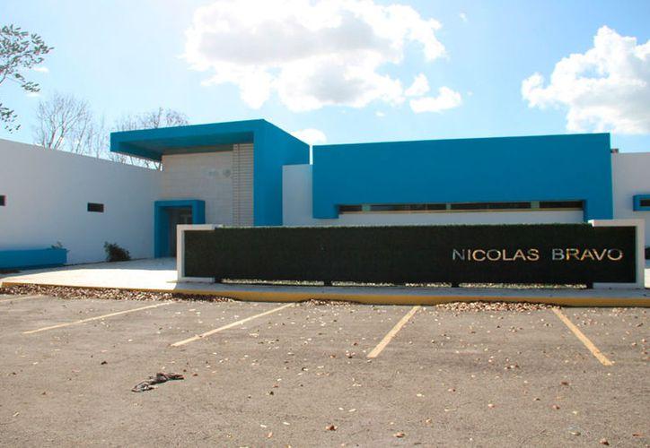 Habitantes de más de 20 ejidos solicitan se concluya y equipe el hospital. (Joel Zamora/SIPSE)