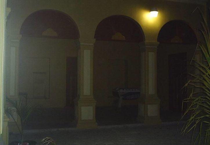 En la casa conocida como 'Stella Maris' en Progreso dicen que han visto la presencia fantasmal de una niña, la cual falleció en ese sitio a principios del siglo pasado. (Jorge Moreno/SIPSE)