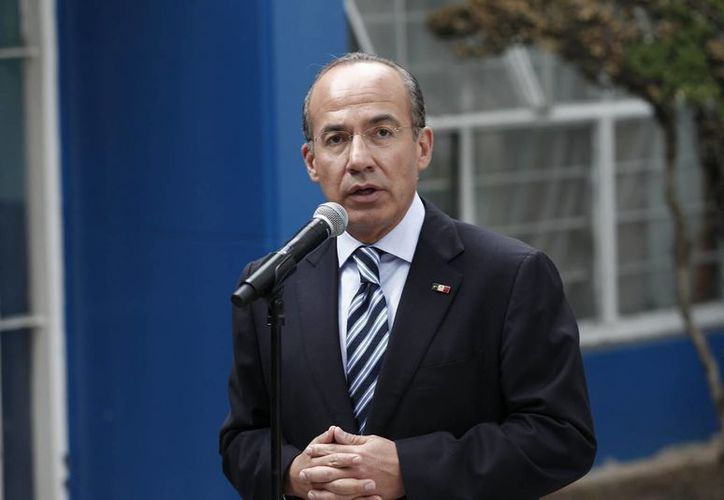 Calderón dijo que su manera de ayudar a México es seguir buscando respuestas con su experiencia como abogado, economista y presidente. (Archivo/Notimex)