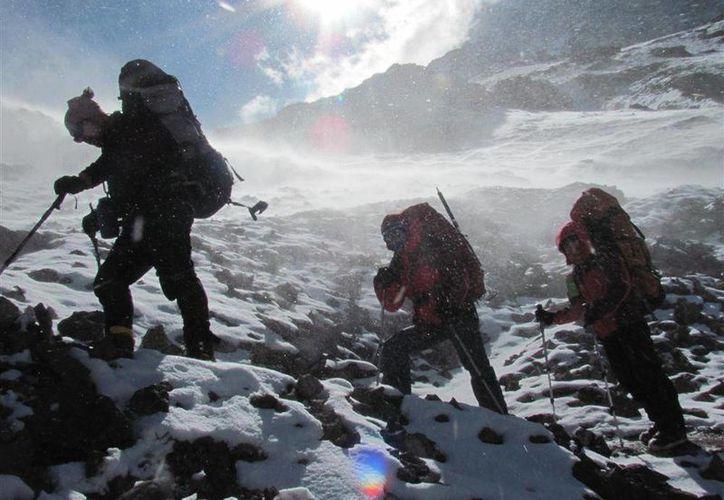 Richard Von Rueden, de 22 años, y Francis Keenan, de 28, murieron cuando intentaban alcanzar el pico del Aconcagua (foto). Su acompañante de 19 años se salvó al negarse a seguirlos. (aconcaguanews.cl)
